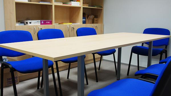 büroomööbel koosoleku laud